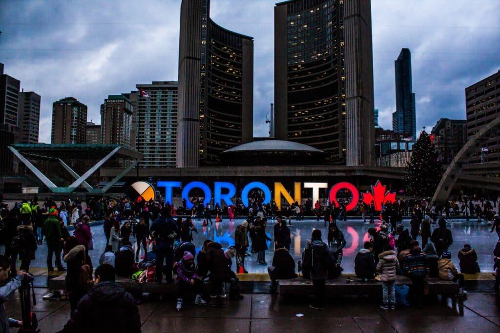 كيفية التقديم لبرنامج الهجرة إلى كندا